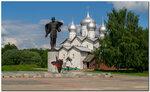 Великий Новгород. Памятник Александру Невскому у Церкви Бориса и Глеба