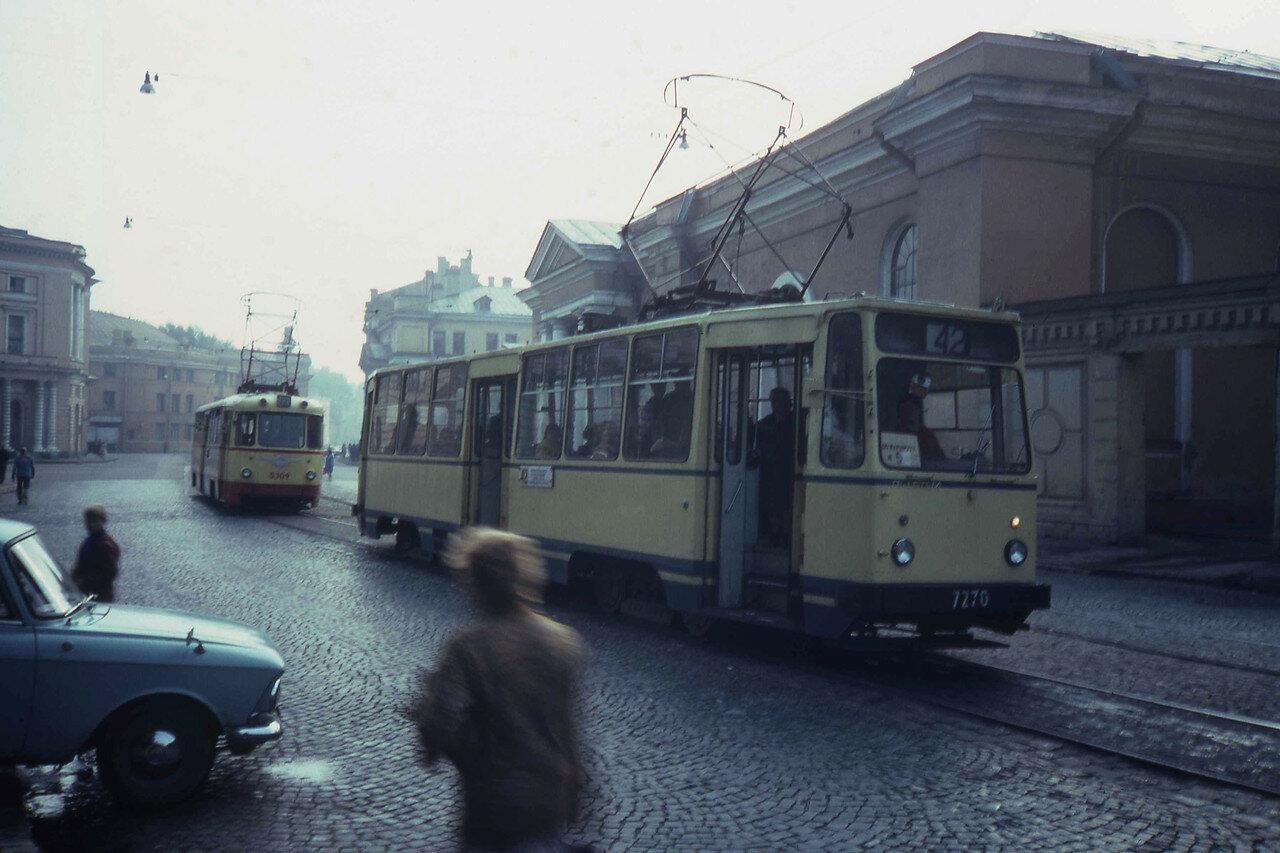 Ленинград. Трамвай № 42 (идущий по маршруту № 5) на Инженерной улице