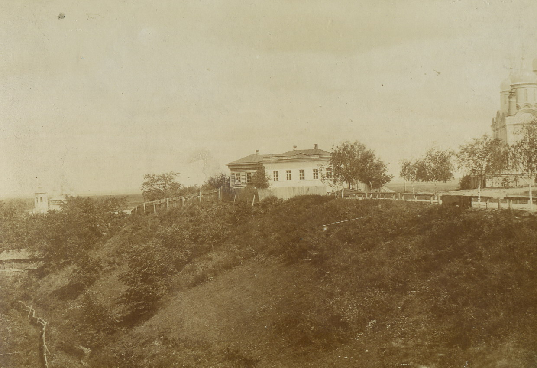 Вид на Окский сад и Богородицкий собор со стороны оврага. 1902