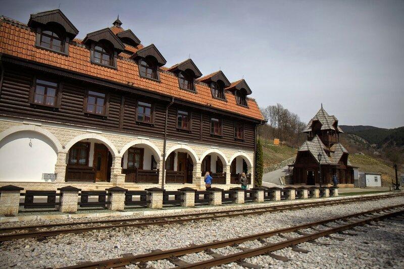 Шарганска осьмица, Сербия