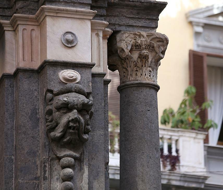Неаполь. Фонтан Селлариа (Fontana della Sellaria)