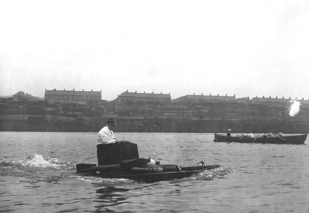 1931 pattern Vickers-Carden-Loyd amphibious tank swimming in the River Tyne