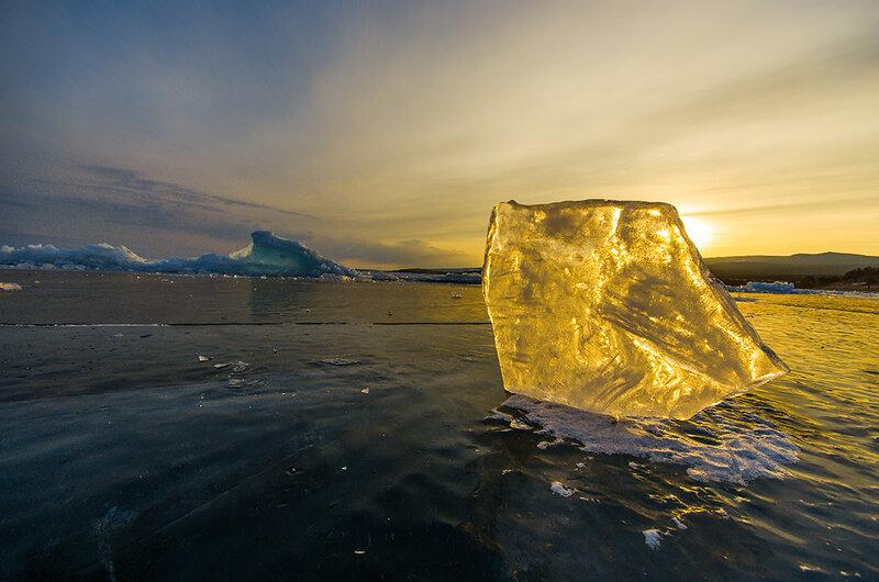 Солнце сквозь льдину