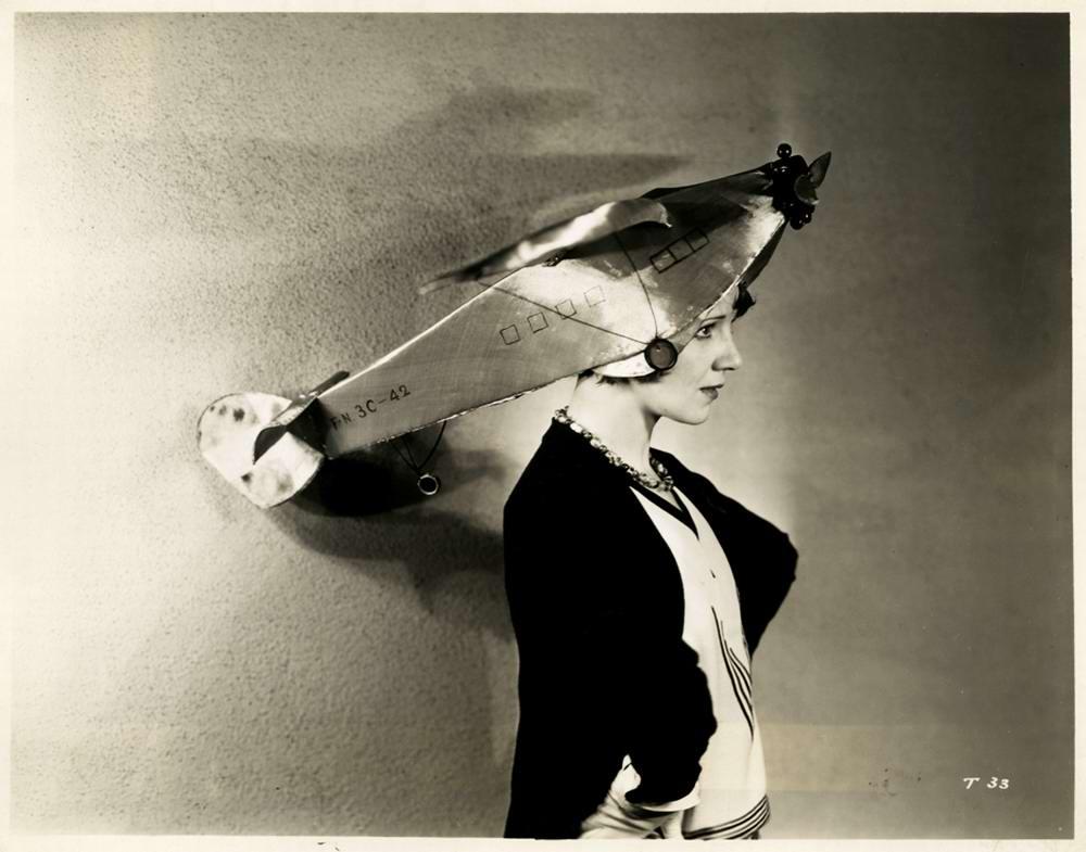 Дамские супер шляпки: Самолеты и женская мода в 1930 году (1)