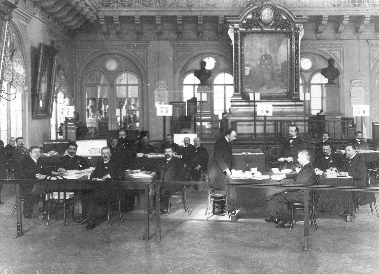 27 апреля 1906. Учет бюллетеней по выборам выборщиков в Первую Государственную думу в зале Городской думы