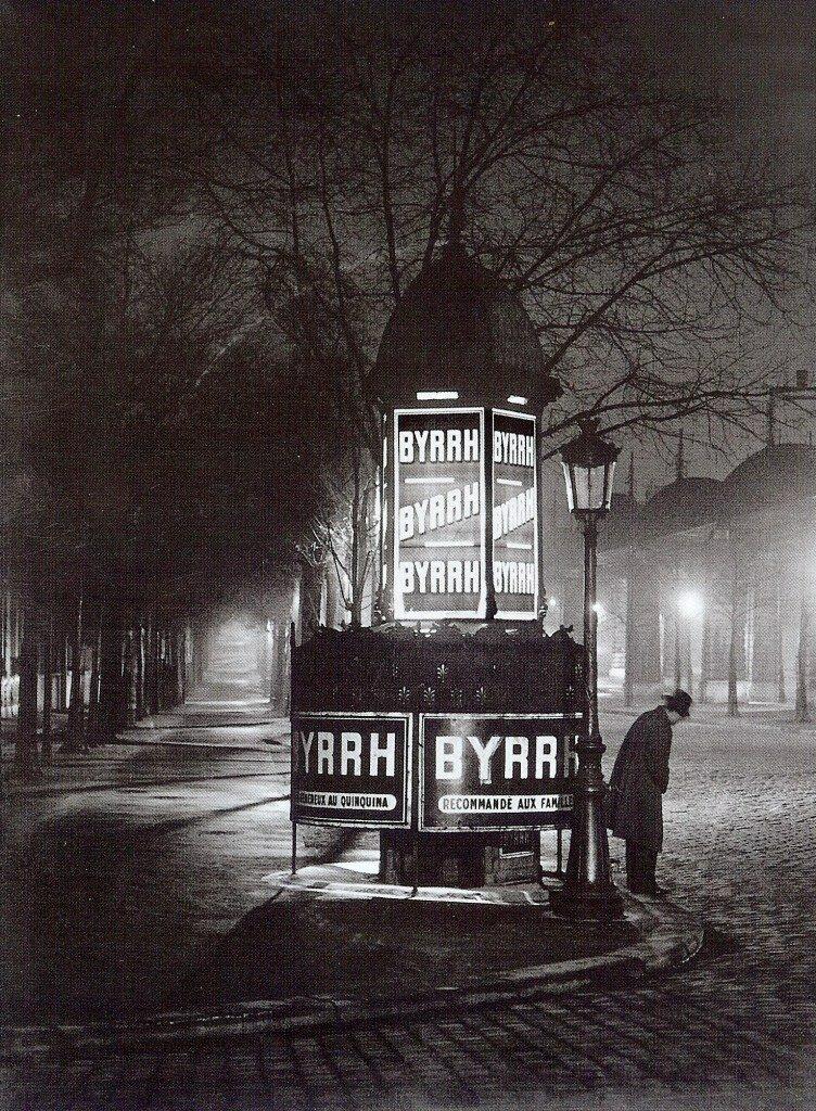 1934. Уличный писсуар