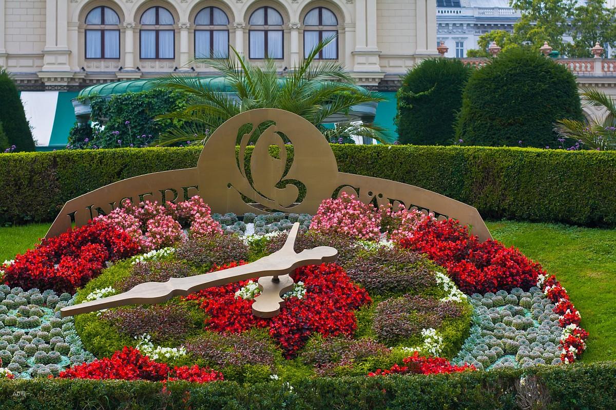 Цветочные часы в Городском парке Штадтпарк