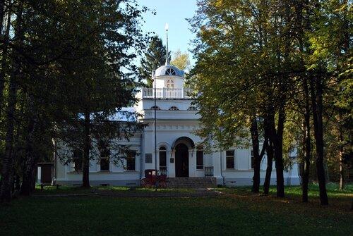 Переславль-Залесский. Белый дворец на территории музея-усадьбы Ботик Петра I