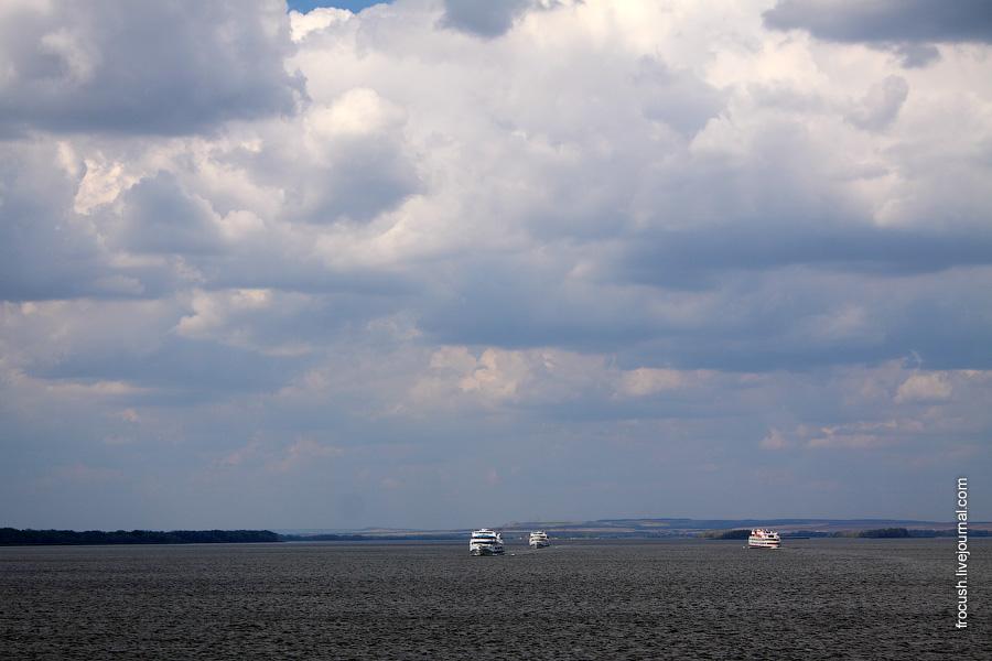 Волгоградское водохранилище. Теплоходы «А.И.Герцен», «Цезарь» и «Тарас Бульба»