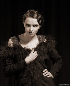 Актриса 30-х (1930-е гг., брюнетка, монохром)
