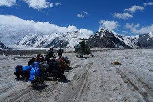 вертолет на леднике