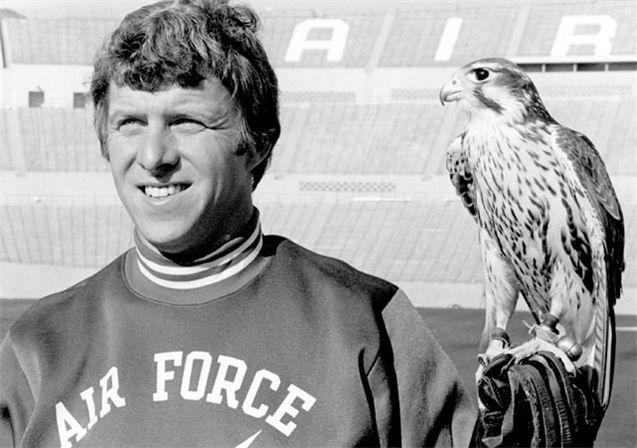 Живые талисманы в студенческом спорте / NCAA Top Real Animal Mascots - The Falcon / Air Force