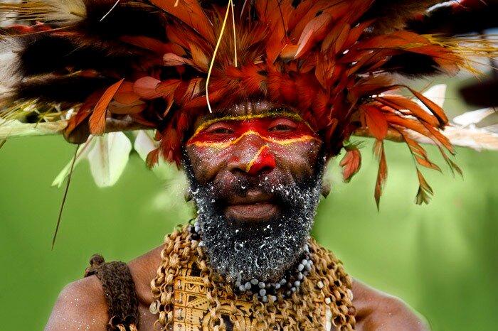Papua New Guinea festival Singsing photo by Eric Lafforgue
