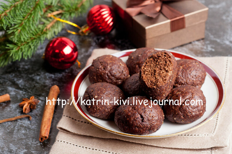 Christmas chocolate cookies with spices and brown gift
