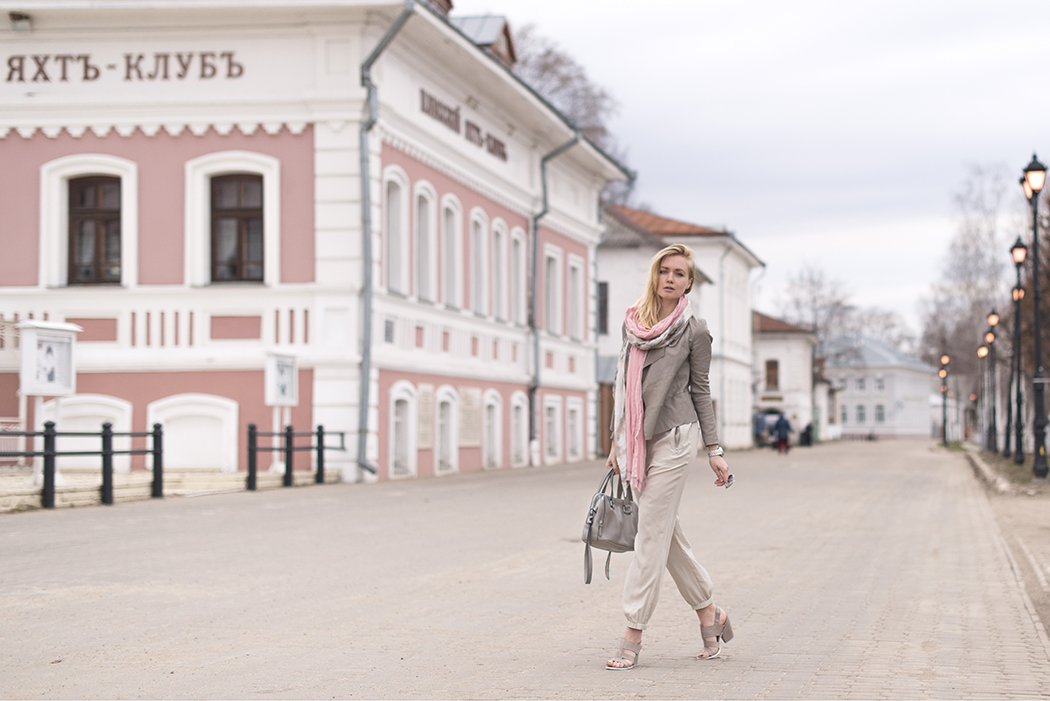inspiration, streetstyle, spring outfit, moscow fashion week, annamidday, top fashion blogger, top russian fashion blogger, фэшн блогер, русский блогер, известный блогер, топовый блогер, russian bloger, top russian blogger, streetfashion, russian fashion blogger, blogger, fashion, style, fashionista, модный блогер, российский блогер, ТОП блогер, ootd, lookoftheday, look, популярный блогер, российский модный блогер, russian girl, с чем носить комбинезон, как одеться весной, модные весенние аксессуары, pastel coat, paper shop, Outlet Village Белая Дача, Outlet Village Внуково, Fashion House Outlet, #papershop, #papershopoutlet, #outletvillage, calvin klein, mexx, stefanel, пастельная одежда, плес