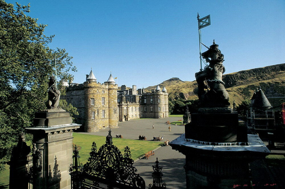 simply-scotland-holyrood-palace_resize.jpg