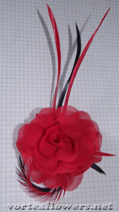 ободок с розой и перьями