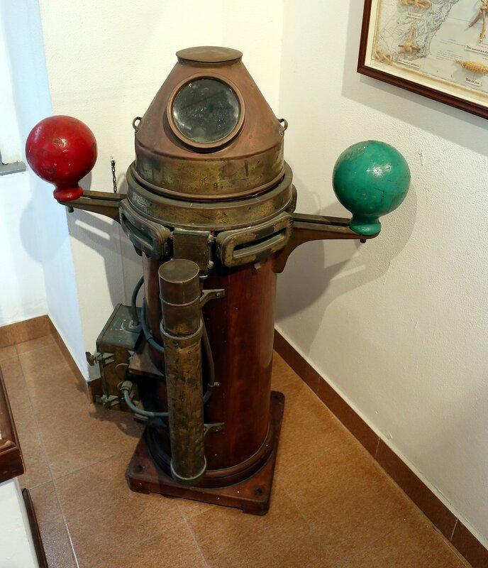 Морской музей в Искья-Понте (Museo del Mare). Магнитный компас