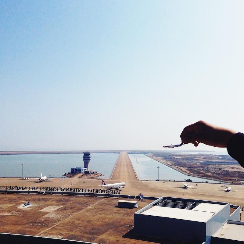 Держит авиалайнеры за хост
