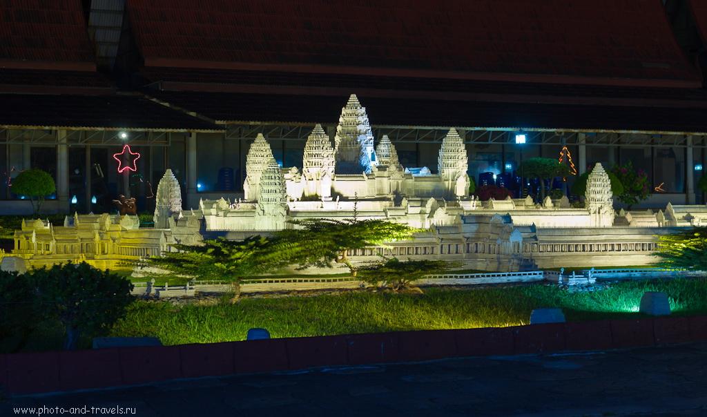13. Копия камбоджийского храма Ангкор Ват (Angkor Wat) в парке Мини Сиам в Паттайе. Снято на любительскую зеркальную камеру Никон Д5100 с профессиональным объективом Никкор 17-55/2,8 со штатива Sirui T-2204X.