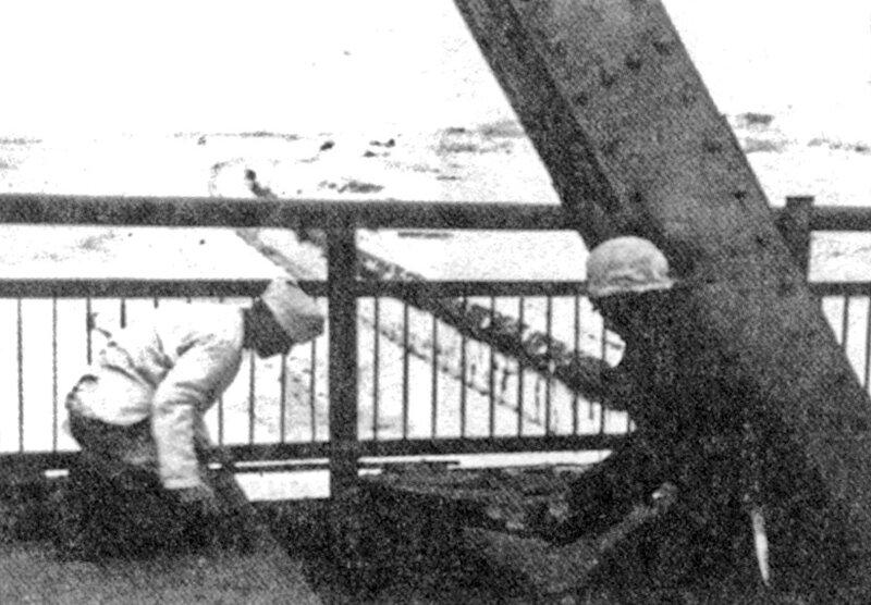 1941-11-28 ~08-00 разминирование яхромского моста передовыми частями немцев .jpg