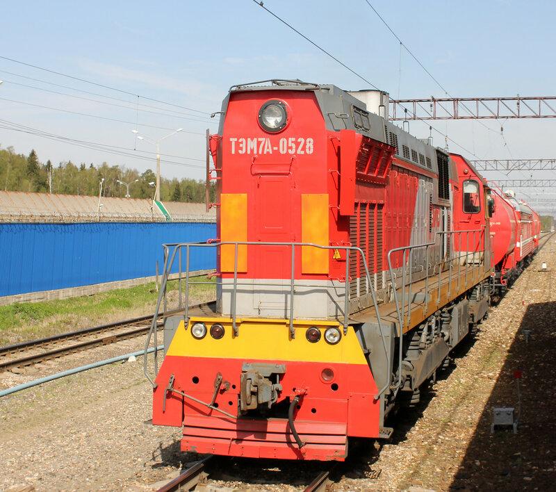 ТЭМ7А-0528 с пожарным поездом