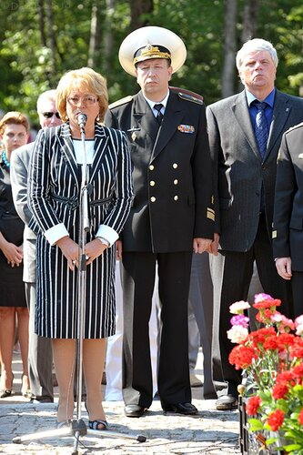 возложение венков на Серафимовском кладбище