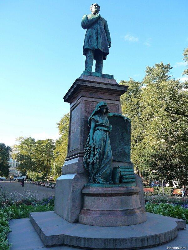Памятник финскому поэту Рунебергу.