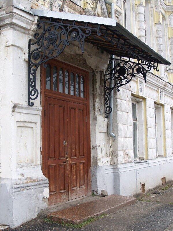 Вход в особняк Локалова с ул. Ярославской