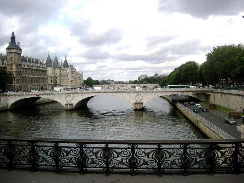 Париж. Мост Менял с моста Нотр-Дам