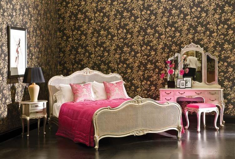 Классические спальни могут быть и в белой цветовой гамме.  Отличный.
