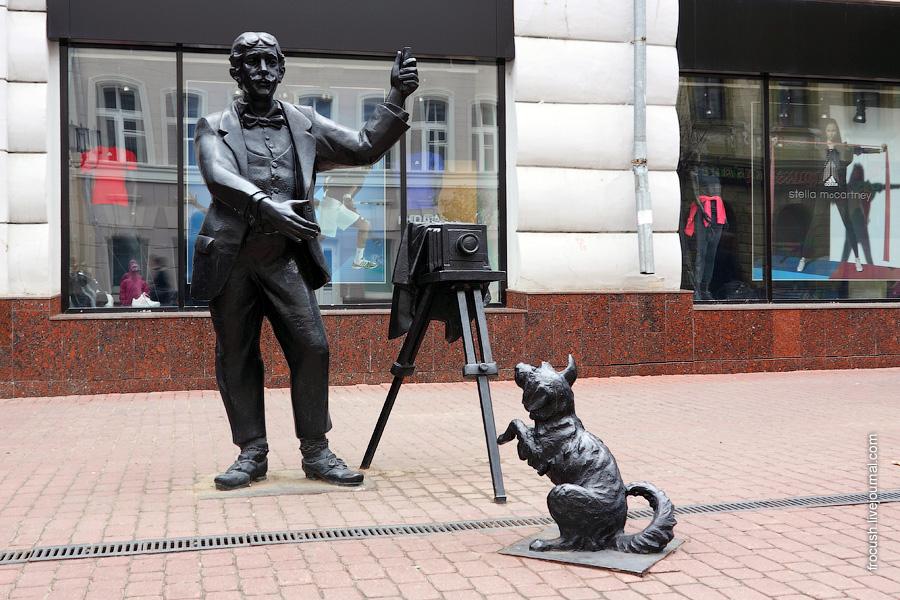 Скульптура «Фотограф с собачкой»