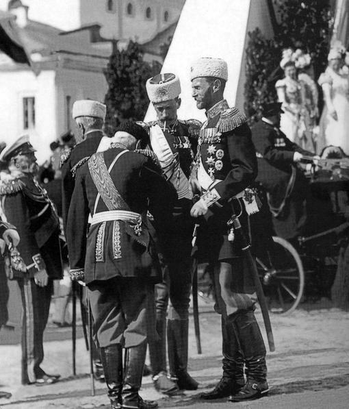 Генерал-губернатор Москвы великий князь Сергей Александрович (справа), рядом с ним - великий князь Павел Александрович на торжествах по случаю коронации императора Николая II 14 мая 1896