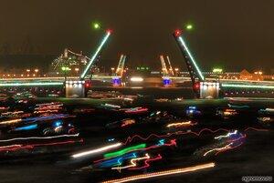 Два моста (Благовещенский мост, Дворцовый мост, Нева, ночь, Петербург, разведение моста, судно)