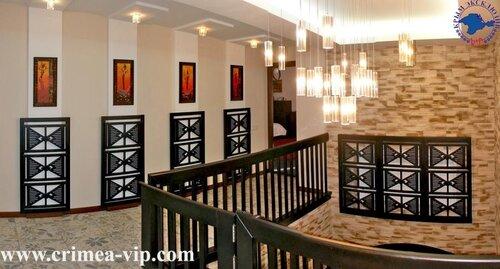 ...на продажу - такие как гостиница в центре города, помещение на...
