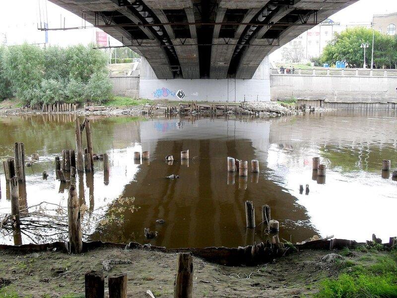 Омь под Юбилейным мостом