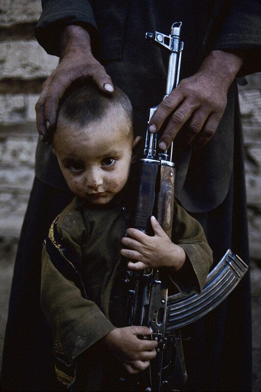 Фотожурналист Steve McCurry. Дети-солдаты.