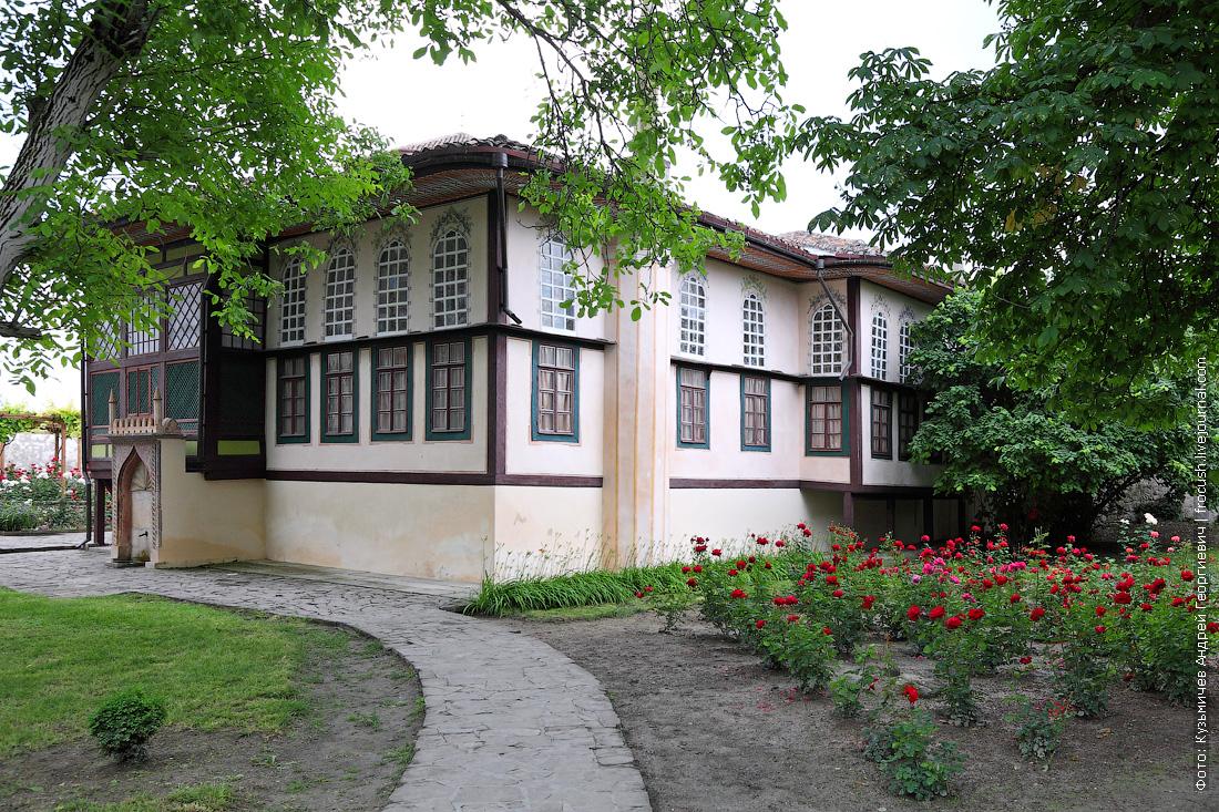 Гаремный садик и гаремный корпус Ханский дворец