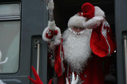 В Молдове Дед мороз встречает детишек прямо на перроне