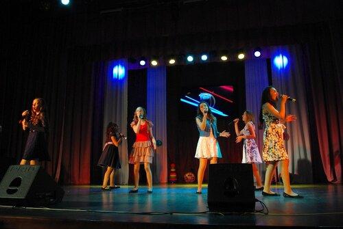 Концерт ансамбля ЛЭВИС. Фото Ю. Карабасова
