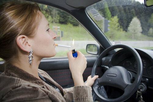 курить за рулем.jpg