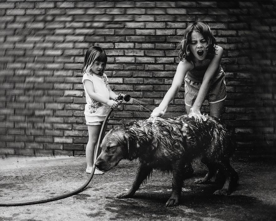 Mama-fotografiruet-svoix-besstrashnyx-dochek-28-foto