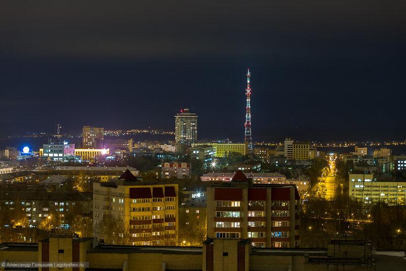 Телебашня в Кирове вечером