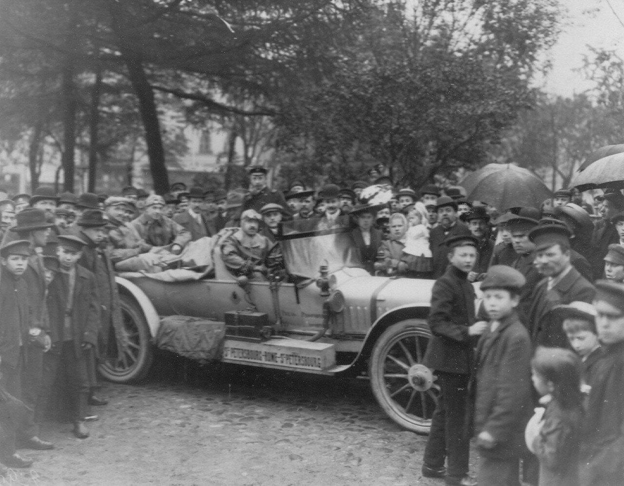 007. Проводы участников пробега (на собственном автомобиле Руссо-Балт - А.П.Нагель). 1912