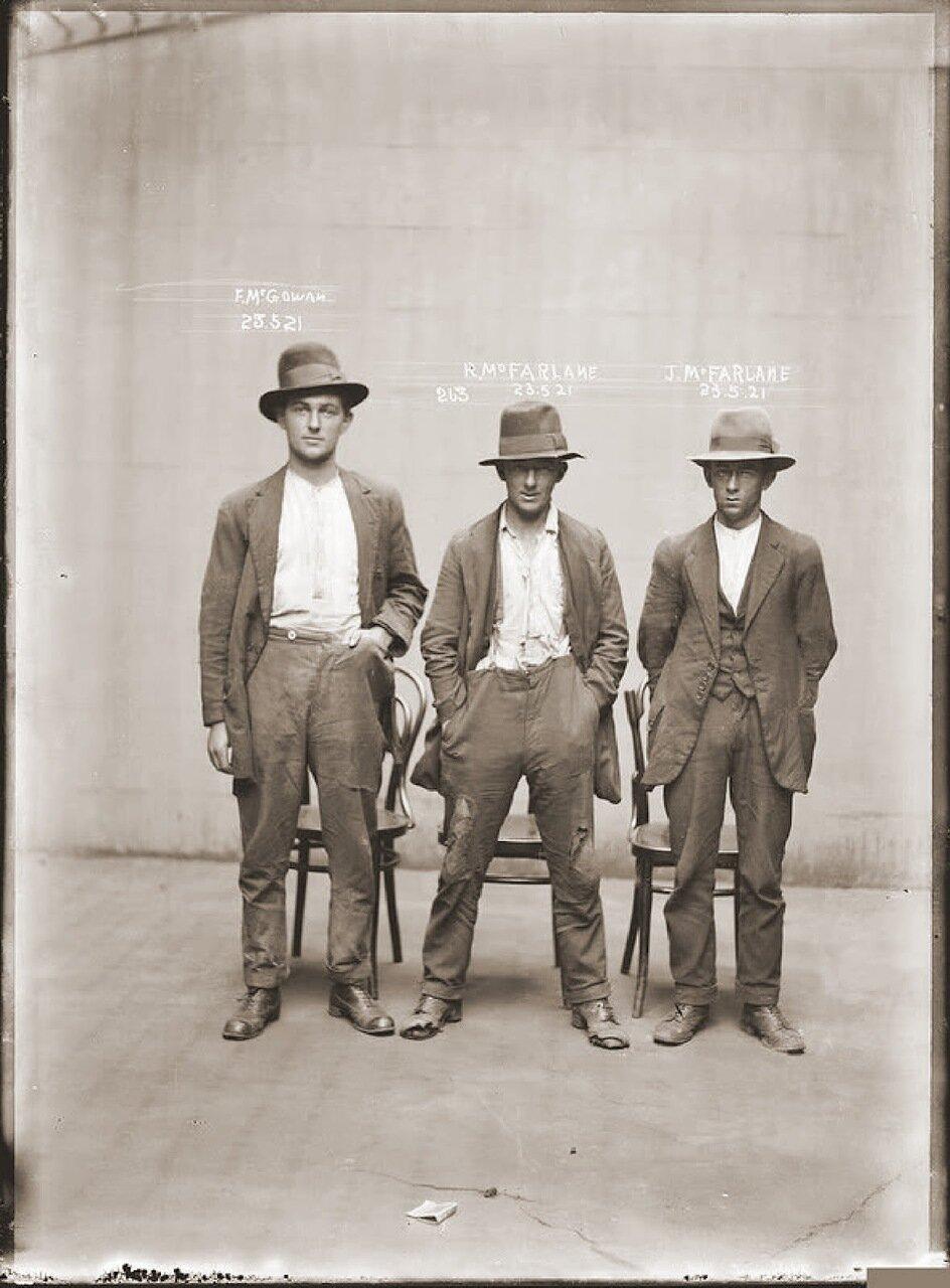 38.Опаснейшая, этническая и жестокая банда двух братьев Фарлейн. Промышляли грабежами на дорогах и в дальних областях штатов. Видимо заработать нечего не успели, так как ходят в рваных лохмотьях и дырявых башмаках.