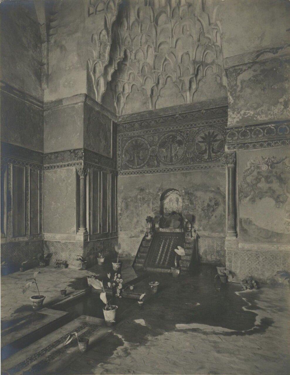 Замок делла Зиса. Вестибюль.