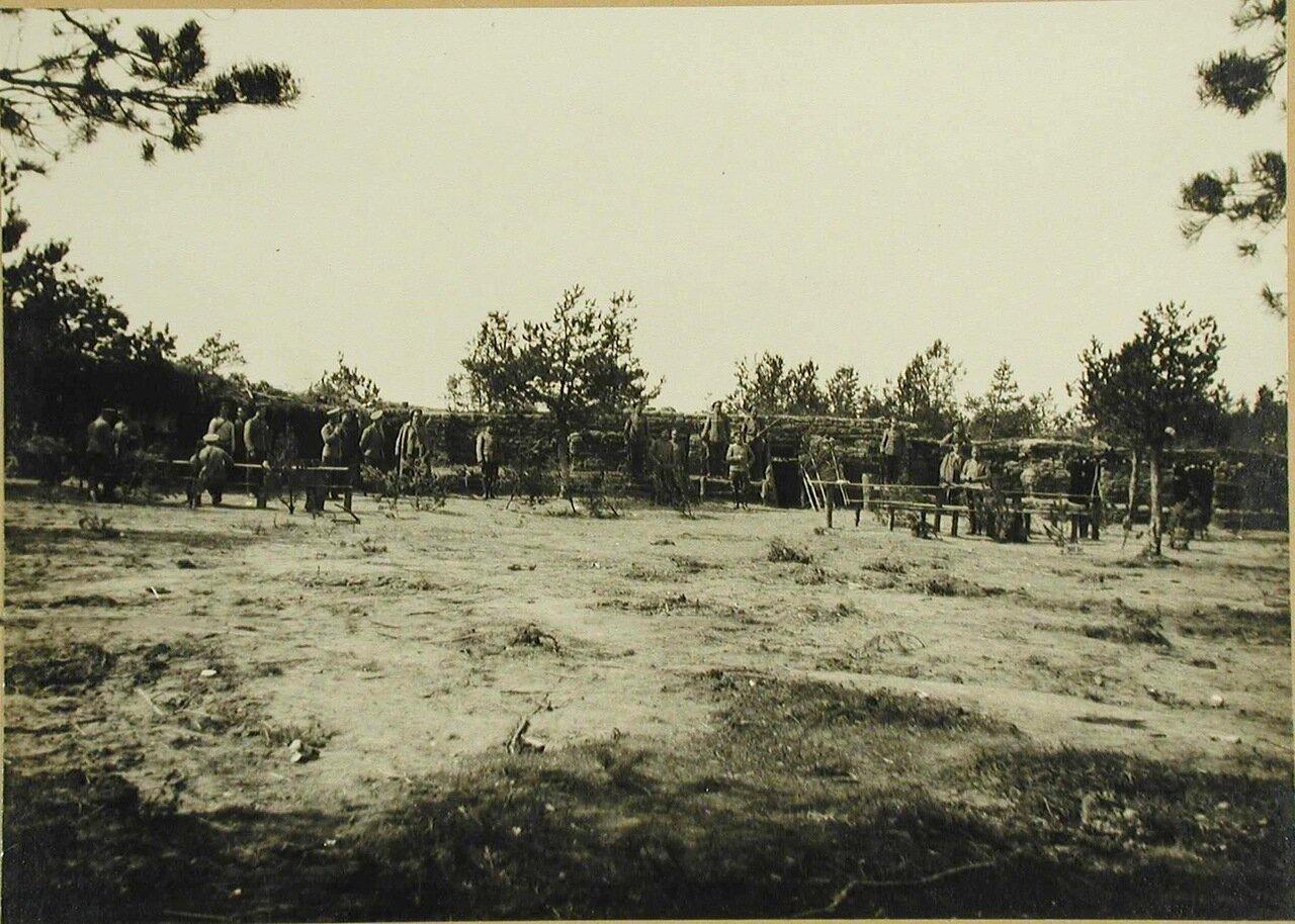 05. Солдаты III-го эскадрона гусарского полка у защитных сооружений
