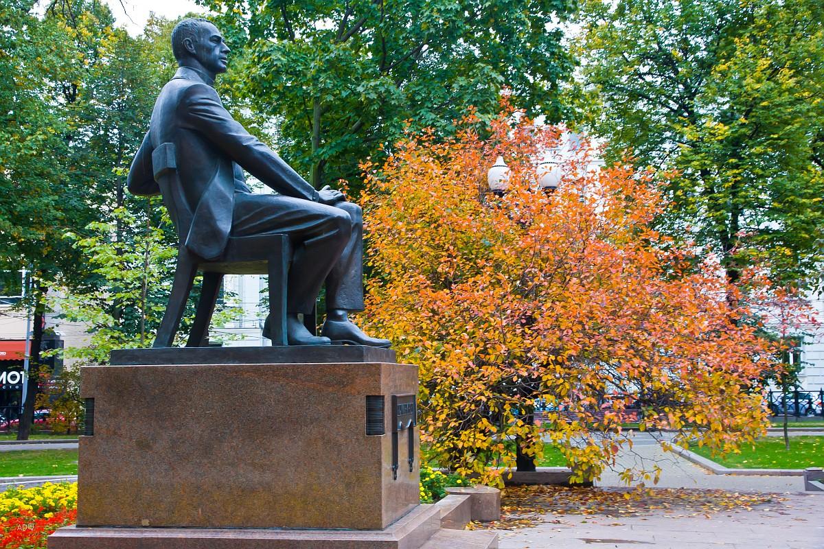 Памятник композитору Сергею Васильевичу Рахманинову