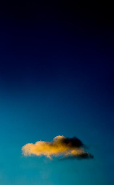 тучка золотая в синем небе