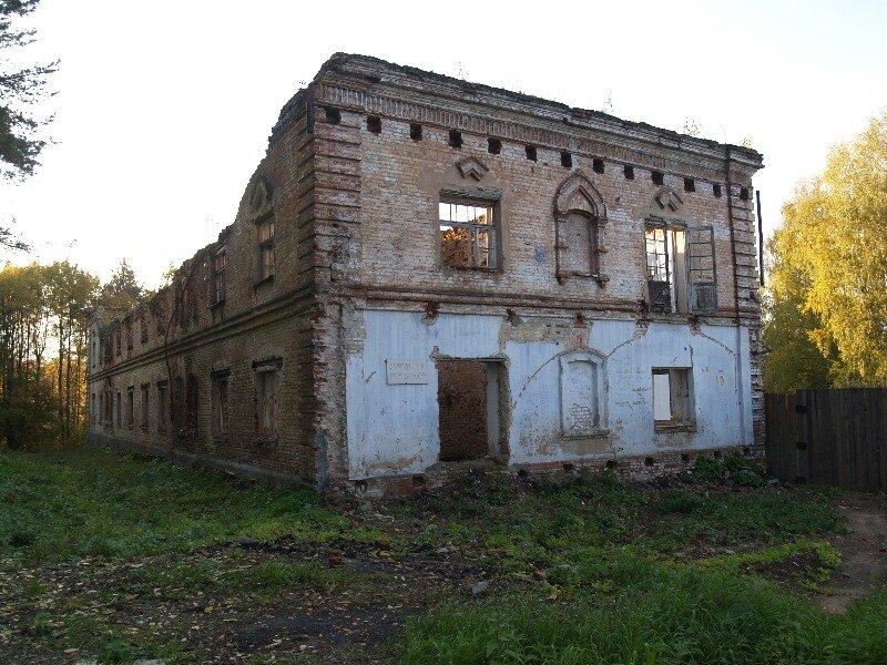 Заброшенное здание Николо-Бабаевского монастыря